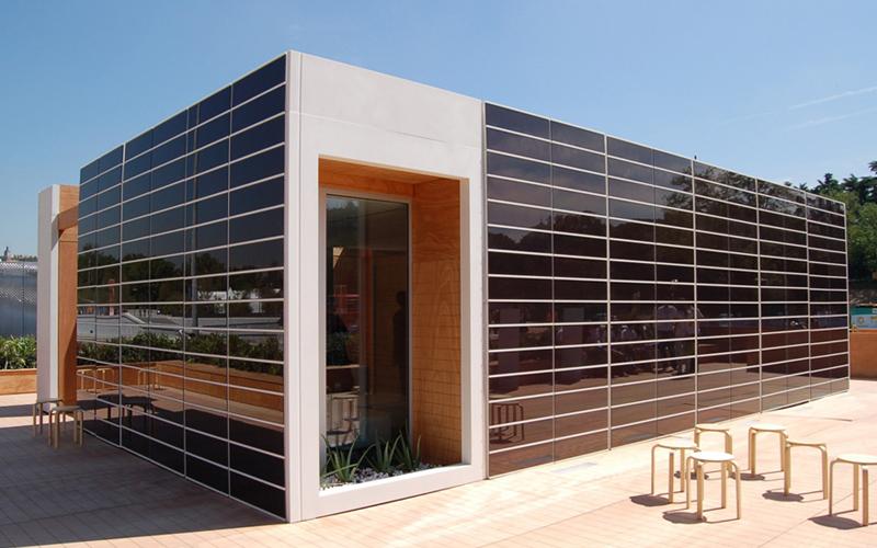Ecuaci n para construir edificios solares finalista en - Paneles solares para abastecer una casa ...